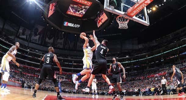 Warriors Bangkit di Kandang Clippers