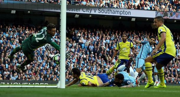 Stekelenburg Cemerlang, Man City Ditahan Everton