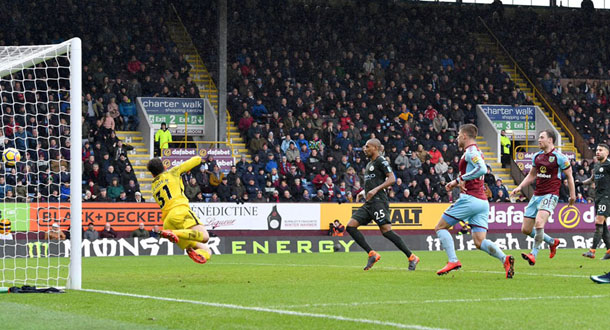 Burnley Hambat Laju The Citizens