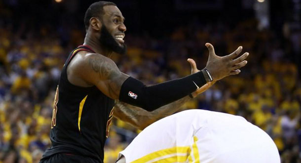 LeBron James Waspada Sengatan Warriors di Gim 3