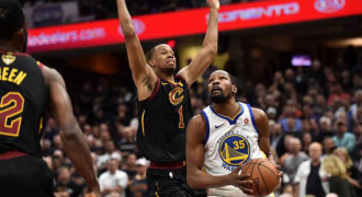 Hajar Cavs di Gim 3, Warriors Diambang Juara