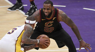 LeBron James Resmi Berlabuh di LA Lakers