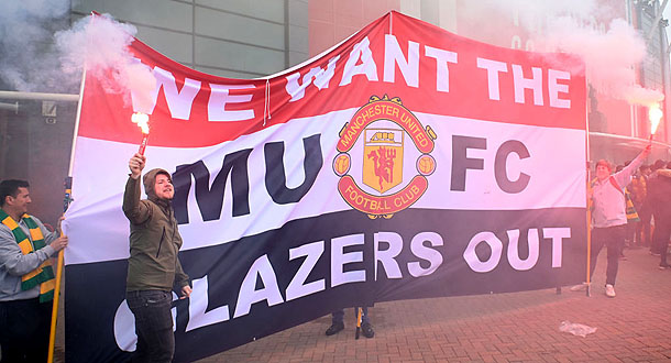 Fans MU Invasi Old Trafford, Duel Man United vs Liverpool Ditunda